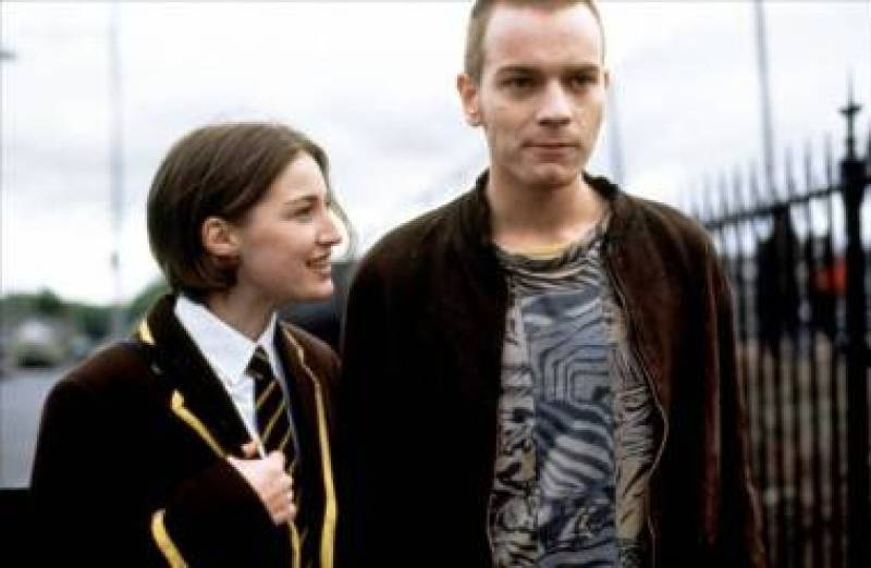 Kelly Macdonald and Ewen MacGregor in Trainspotting.