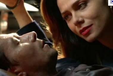 Gary Oldman and Lena Olin in Romeo is Bleeding movie image