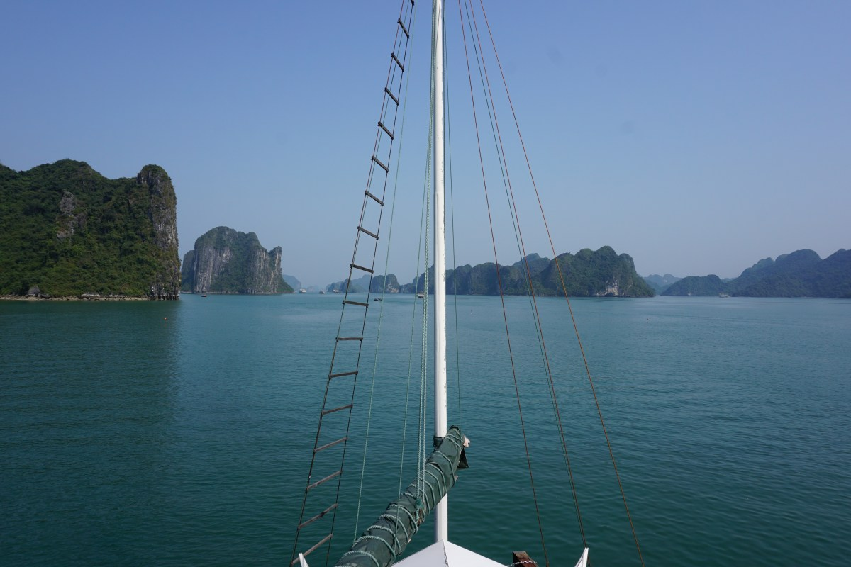 Touring Halong Bay - For the Mid-Range Backpacker