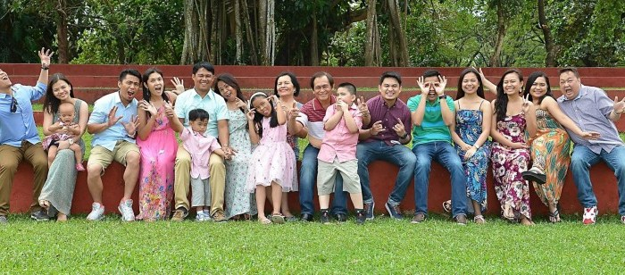 10 Photo Ideas For an Outdoor Family Picture
