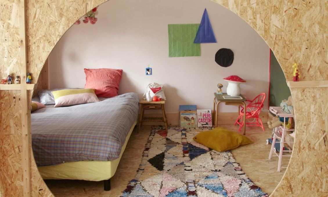 chambre d enfant coloree et unique tapis berbere affiche graphique anne millet
