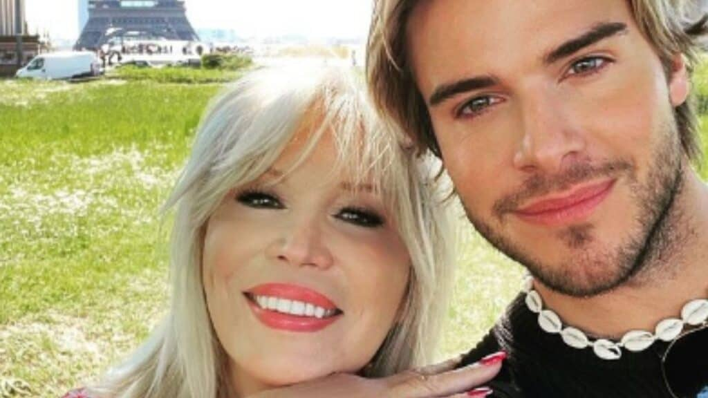 Amanda Lear, è mistero sul suo nuovo giovane fidanzato: il primo scatto insieme a Parigi su Instagram
