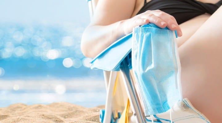 Vacanze: tutte le norme da seguire al mare e in montagna per l'estate 2021, tra ombrelloni, sport e camminate