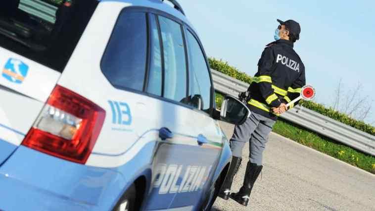 Pedina poi sequestra la ex in autostrada e la violenta in un'area di sosta nel casertano. Arrestato