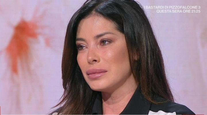 """Aida Yespica vittima di violenza sessuale a 7 anni. Il doloroso racconto: """"La mia vita è stata strappata"""""""