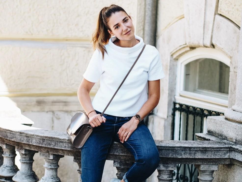 Eco Fashion: Outfit mit Jeans von ARMEDANGELS und Shirt von LovJoi