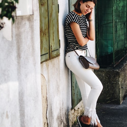 Fair Fashion Outfit: Frasenjeans und Streifenshirt aus Bio-Baumwolle