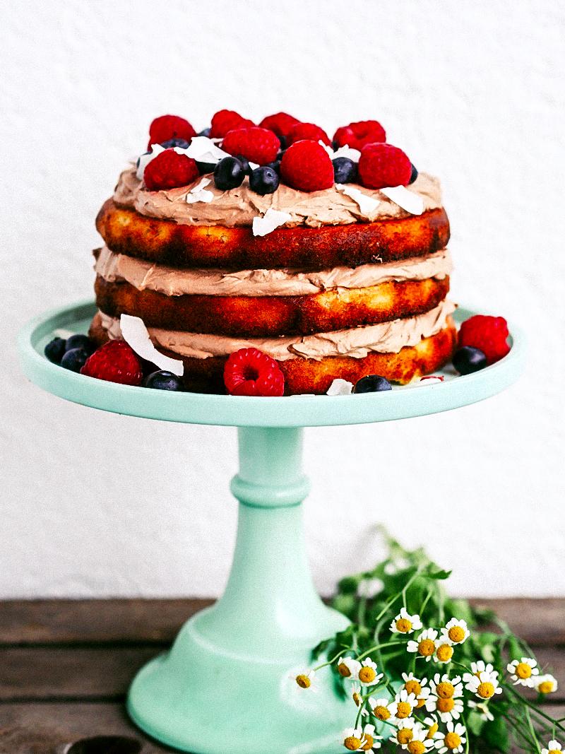 Vegan & glutenfrei backen: Köstlicher Mandelkuchen mit Kokos-Schoko-Creme