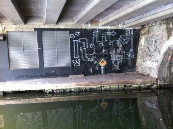 banksy-camden-london-the-space-wanderer