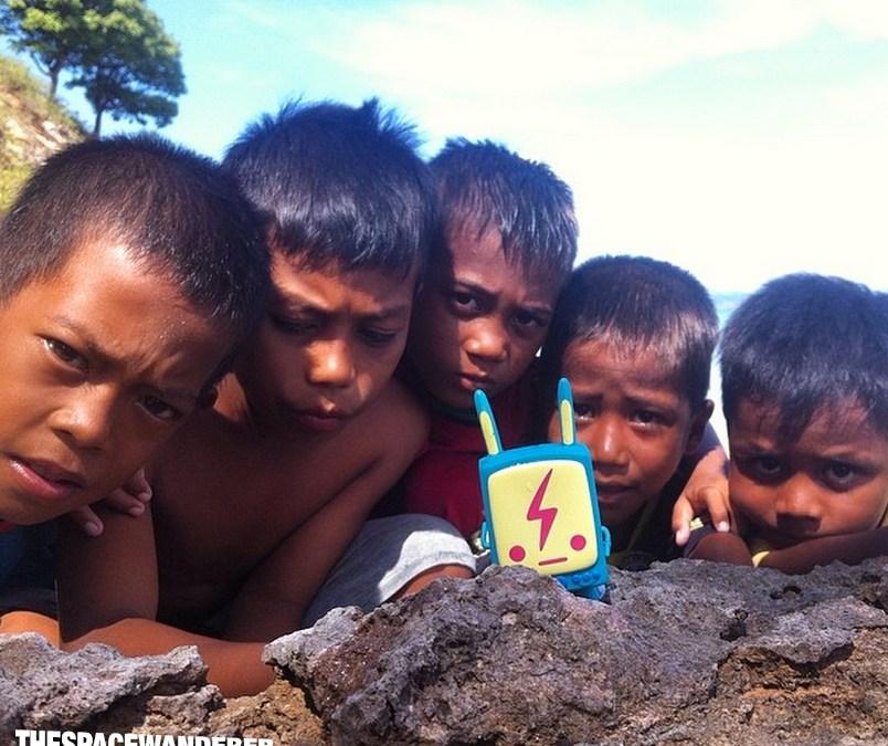 Labuan Bajo pt.04 : The kids build a new volleyball court at Kukusan Island