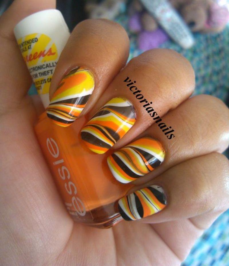 Halloween Swirls Nail Design