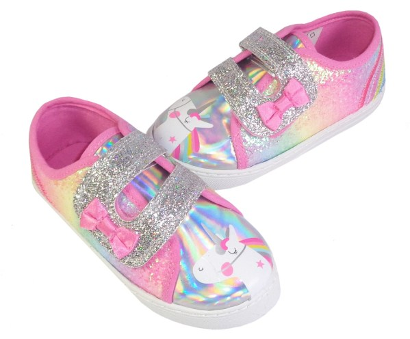 Young girls Unicorn trainer