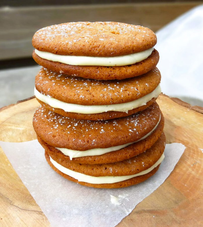 picture of ginger cookies with a lemon filling