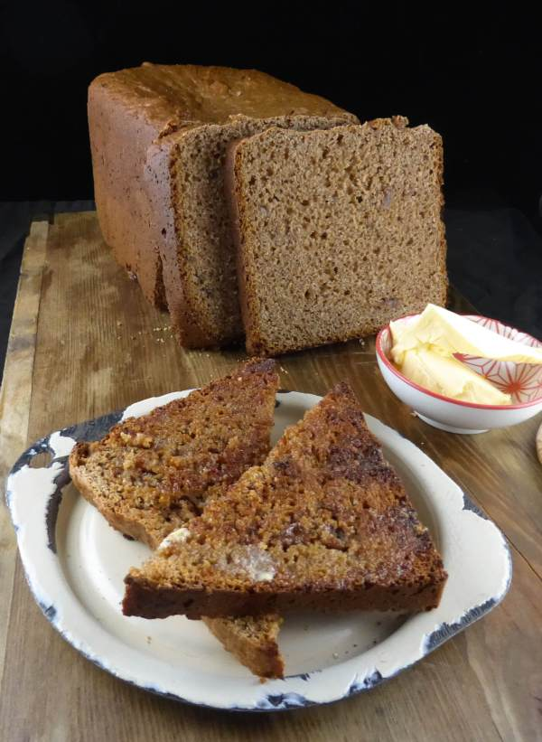 picture of wholemeal spelt bread