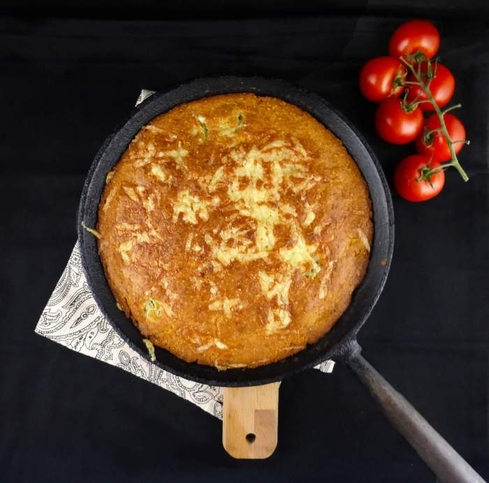 picture of cornbread in a skillet