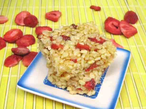 Strawberry Lemonade Rice Krispies Treats