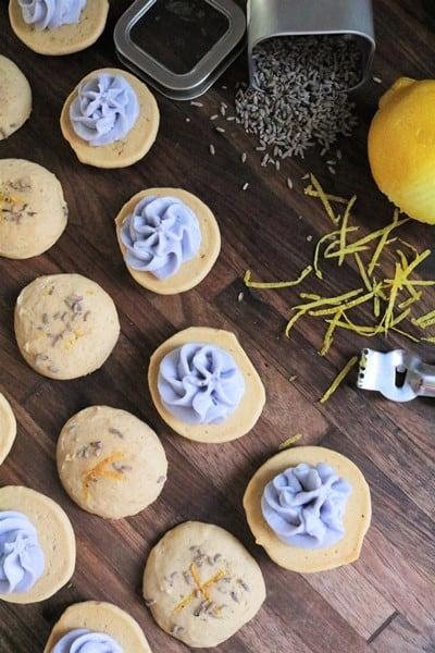Lemon Lavender Whoopie Pie Assembly #thespiffycookie