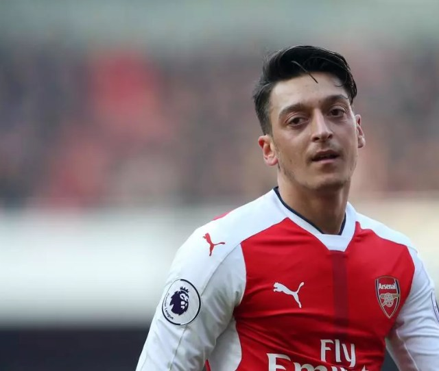A Replacement For Mesut Ozil Arsenal Make Contact With Roma Ace Likened To Steven Gerrard And Frank Lampard
