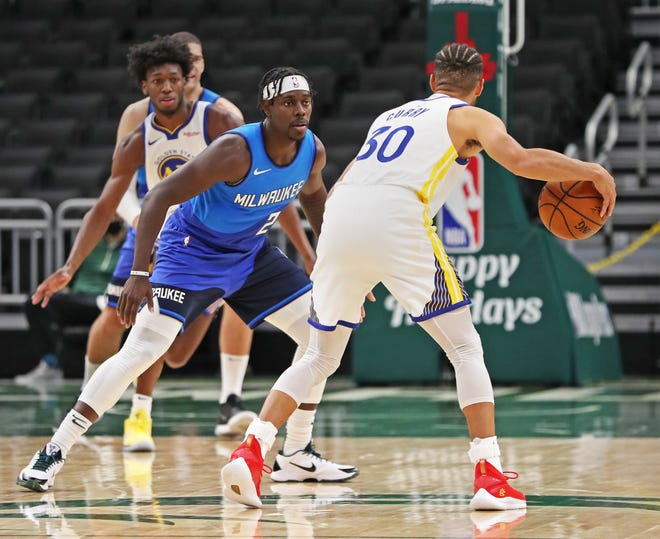 """""""Our group's collective IQ needs to get better,"""": Steph Curry demands more from teammates following crushing loss against Bucks - THE SPORTS ROOM"""