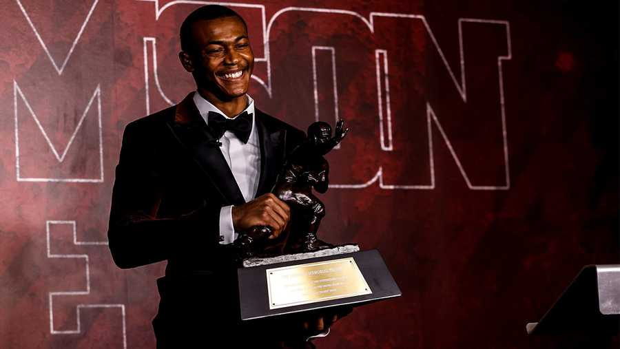 DeVonta Smith becomes first WR to clinch Heisman trophy in 30 years - THE SPORTS ROOM