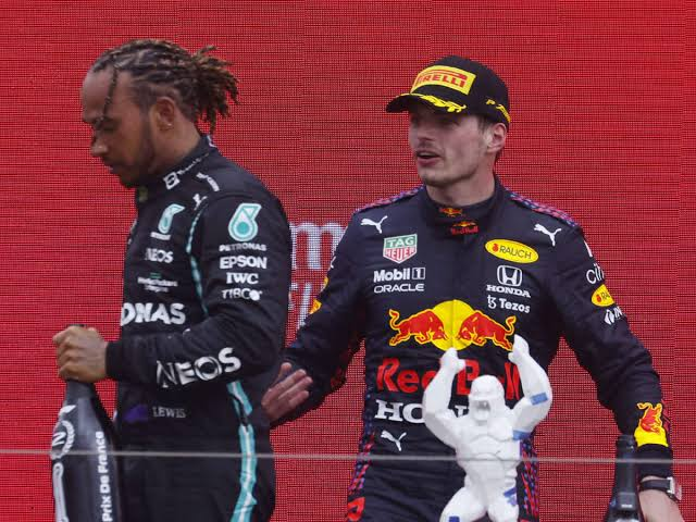 Ahead of the Russian Grand Prix, tension rises between Max Verstappen and Lewis Hamilton - THE SPORTS ROOM