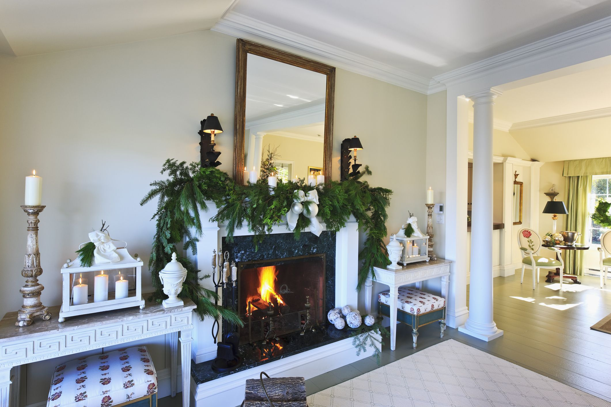 21 Beautiful Ways to Decorate the Living Room for Christmas on How To Decorate Your Room  id=18428