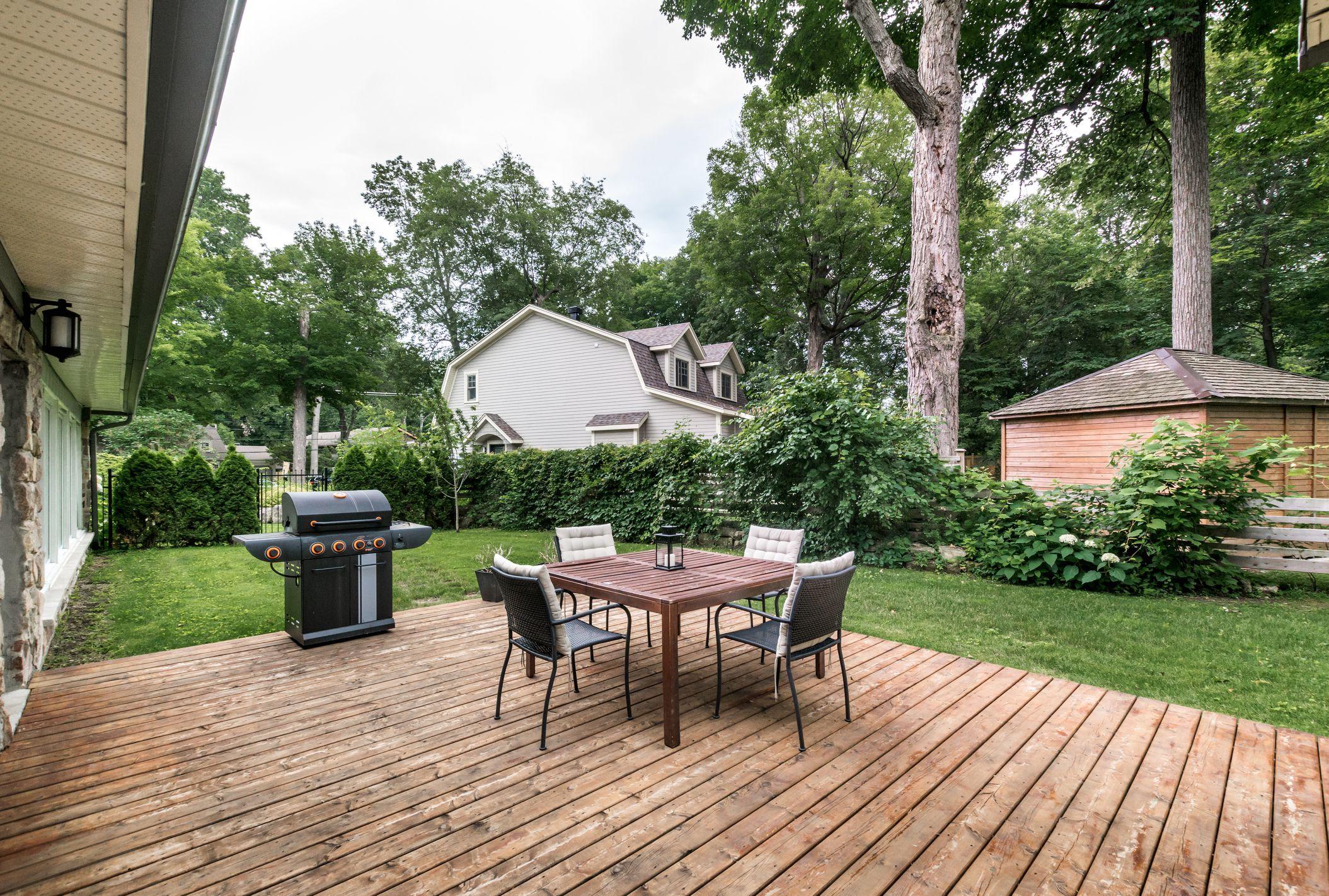 10 Beautiful, Easy DIY Backyard Decks on Simple Back Deck Ideas id=23081