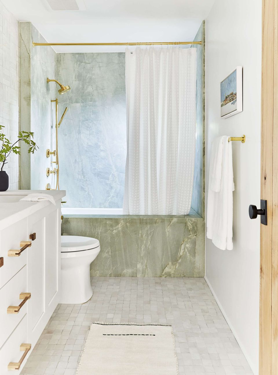 Small Bathrooms Brimming With Style and Function on Small Space Small Bathroom Ideas With Tub id=94141