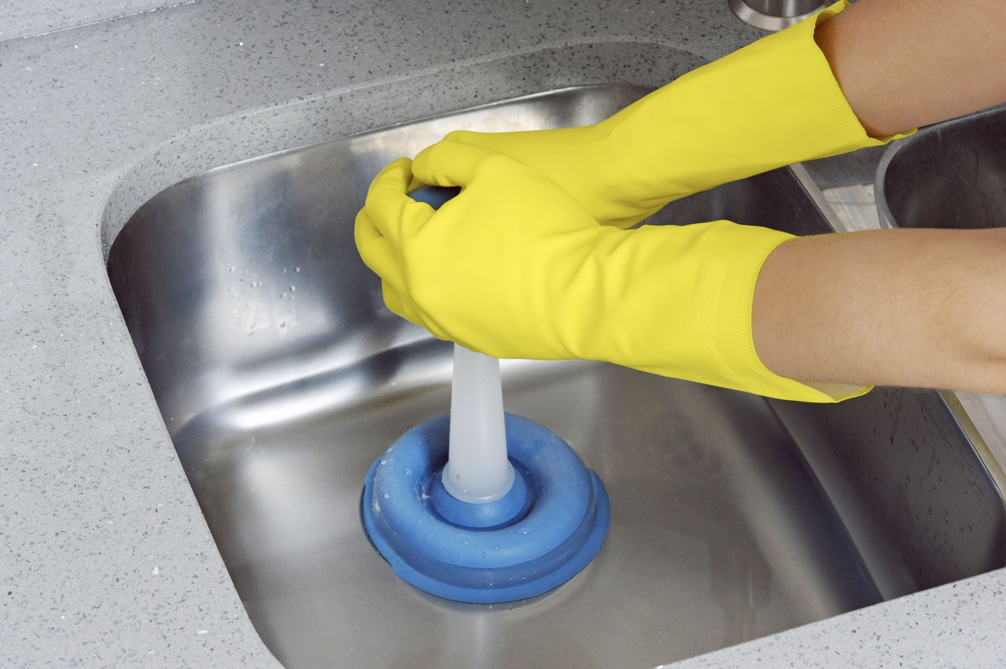 how to use a plunger to unclog a sink drain