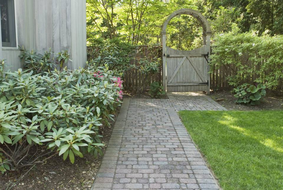 Landscaping Ideas for Side Yards on Side Yard Walkway Ideas  id=60494