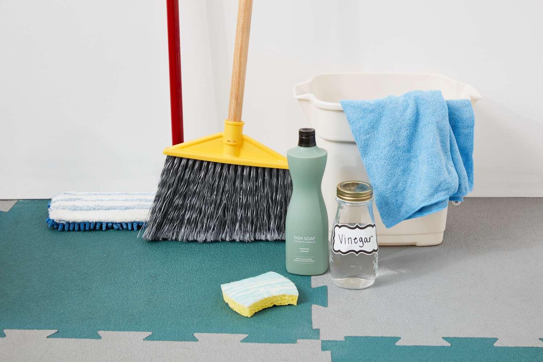 how to clean rubber floor tiles