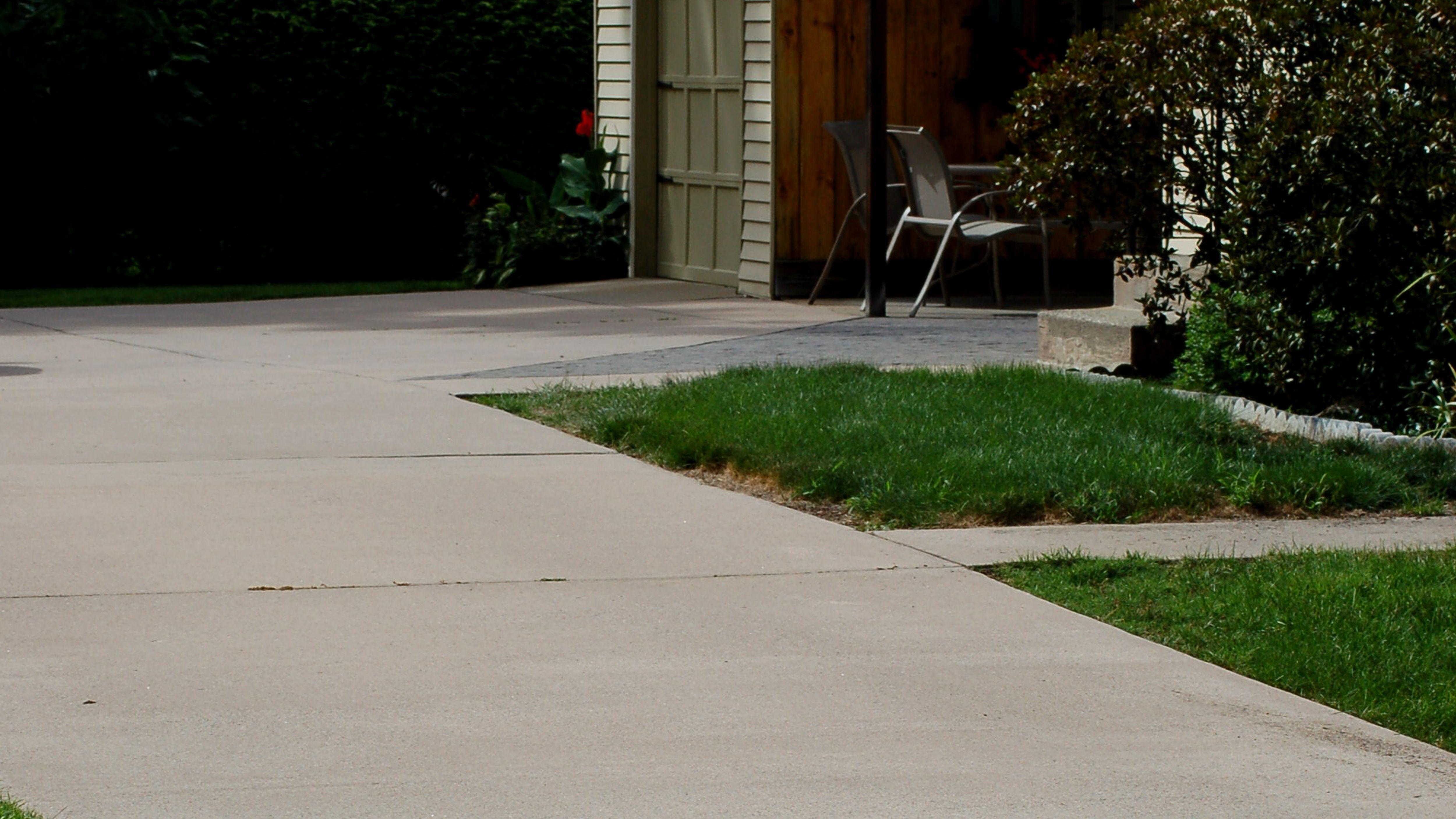 sealing concrete driveways