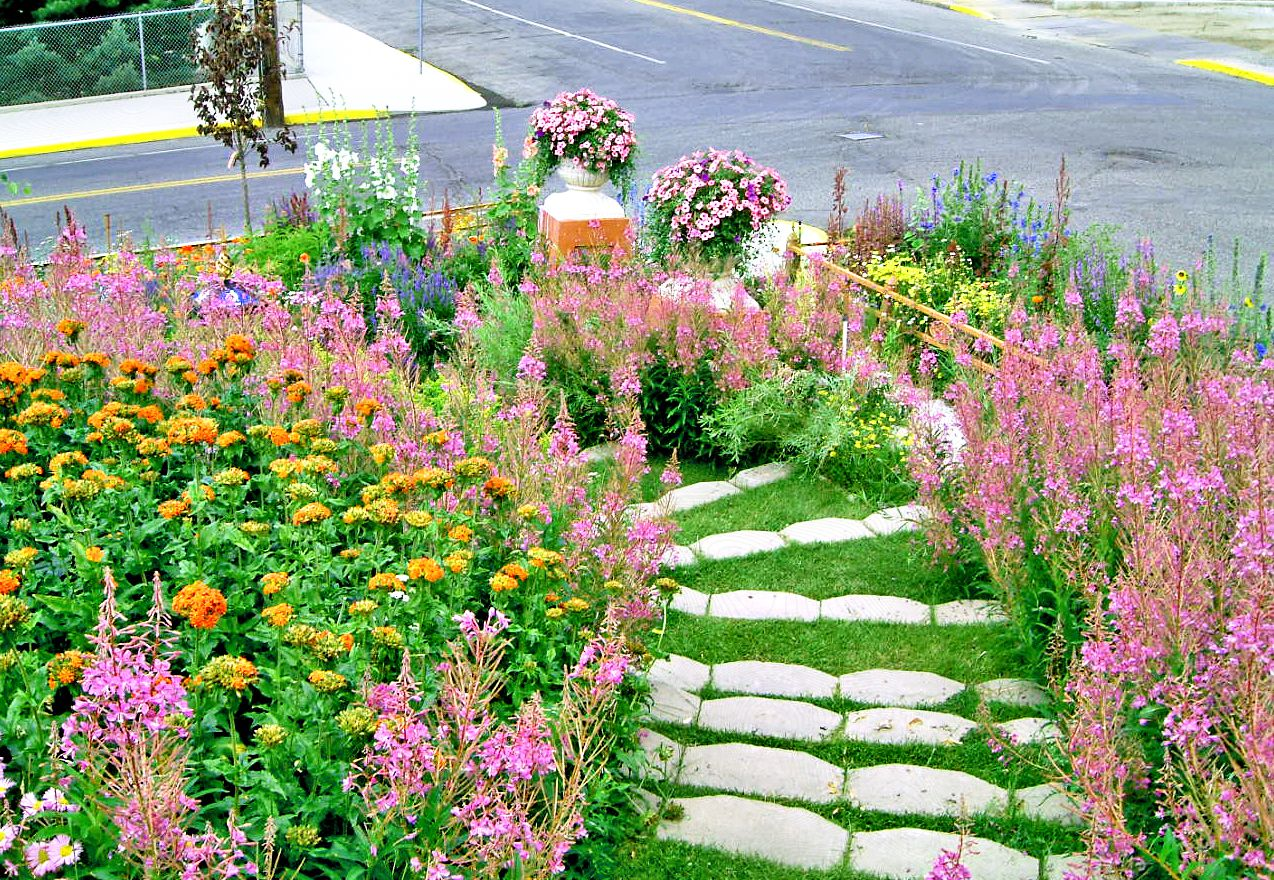 13 Hillside Landscaping Ideas to Maximize Your Yard on Backyard Hill Landscaping Ideas  id=34699
