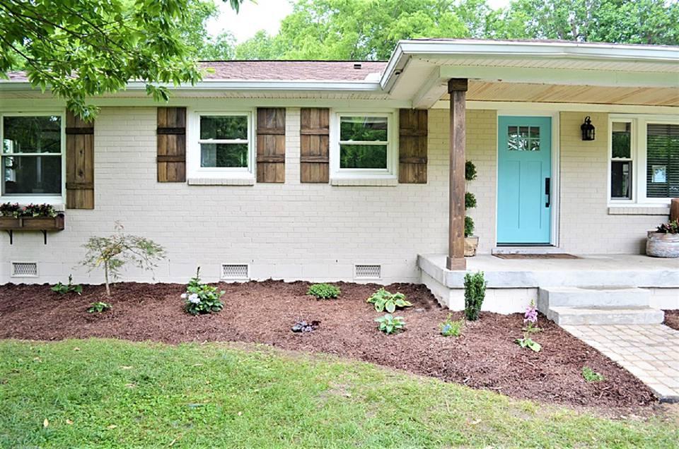 10 Inspiring Exterior House Paint Color Ideas on Brick House Painting Ideas  id=47339