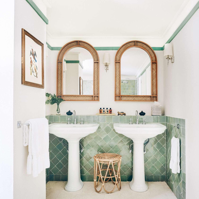 10 stylish bathroom backsplashes