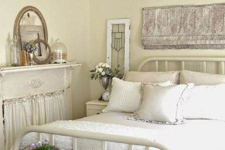 French Country Bedroom Decorating Ideas and Photos French country shabby bedroom