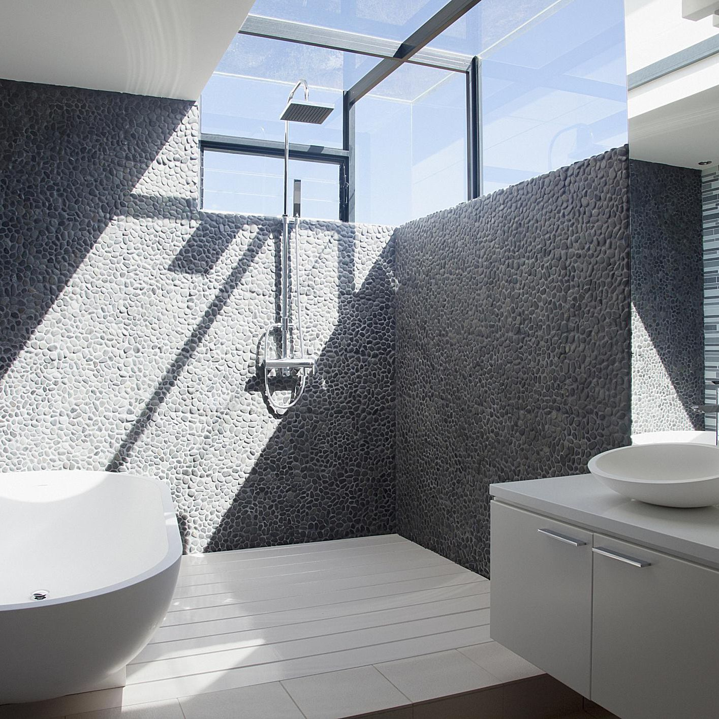 the pros and cons of walk in showers