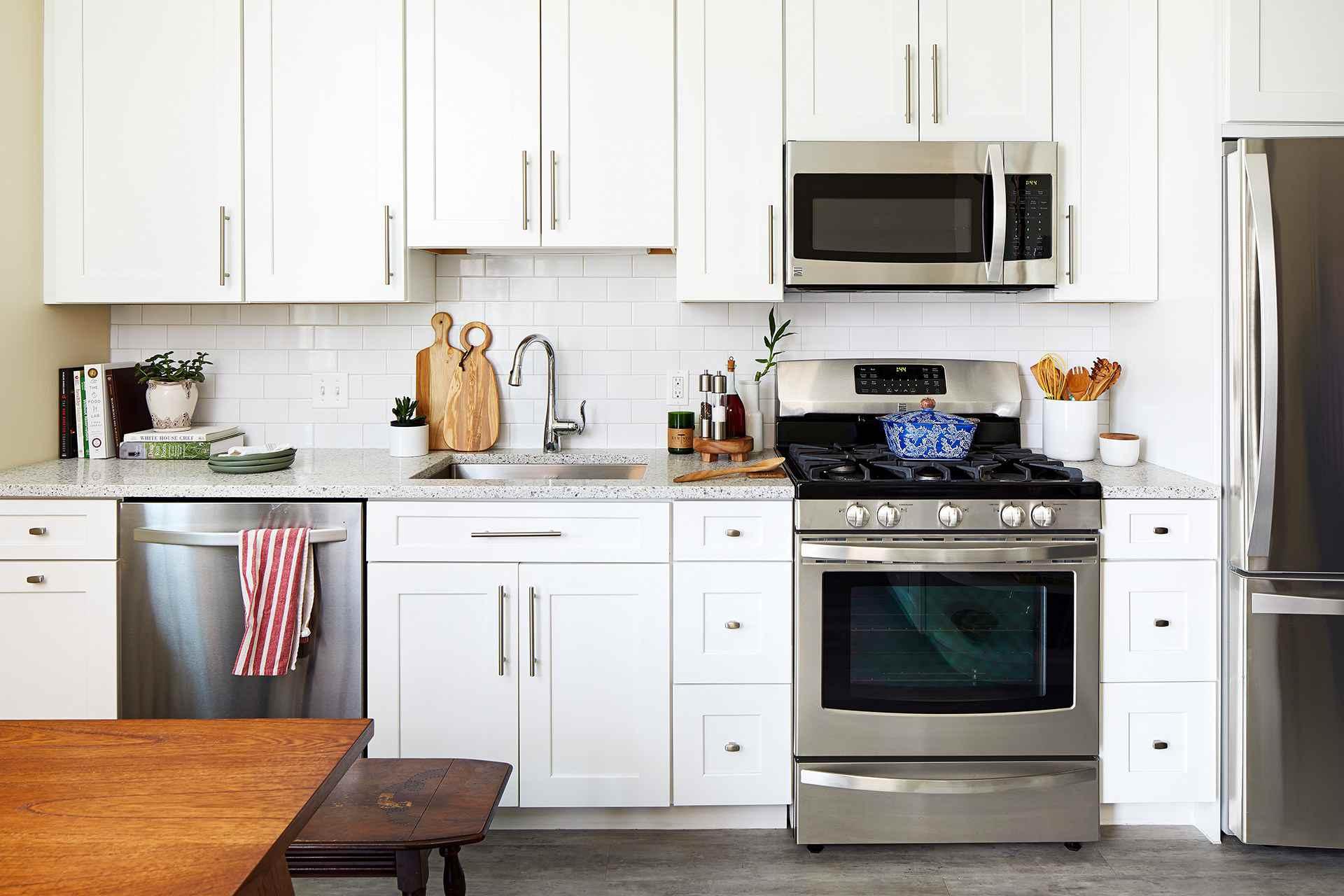 20 Granite Kitchen Countertops for Every Type of Decor on Farmhouse Granite Countertops  id=90845