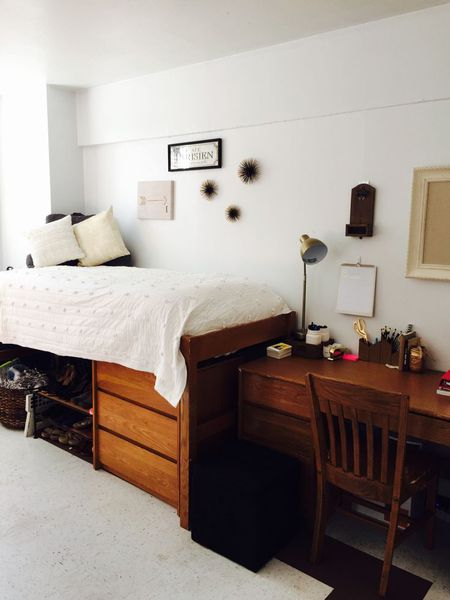 13 Easy Dorm Decorating Ideas All white dorm room decor
