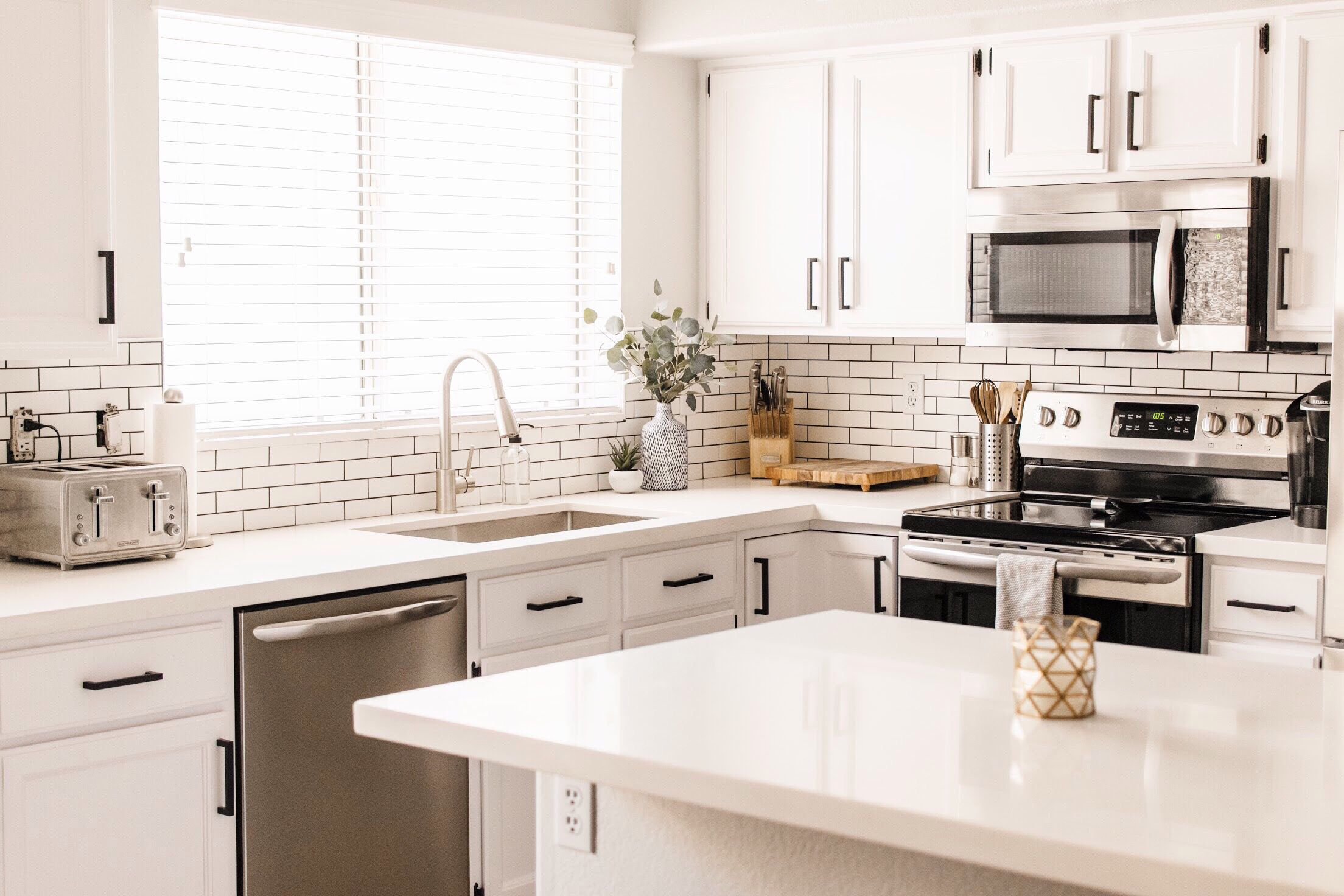 15 Modern White Kitchens on Modern Kitchens  id=54279
