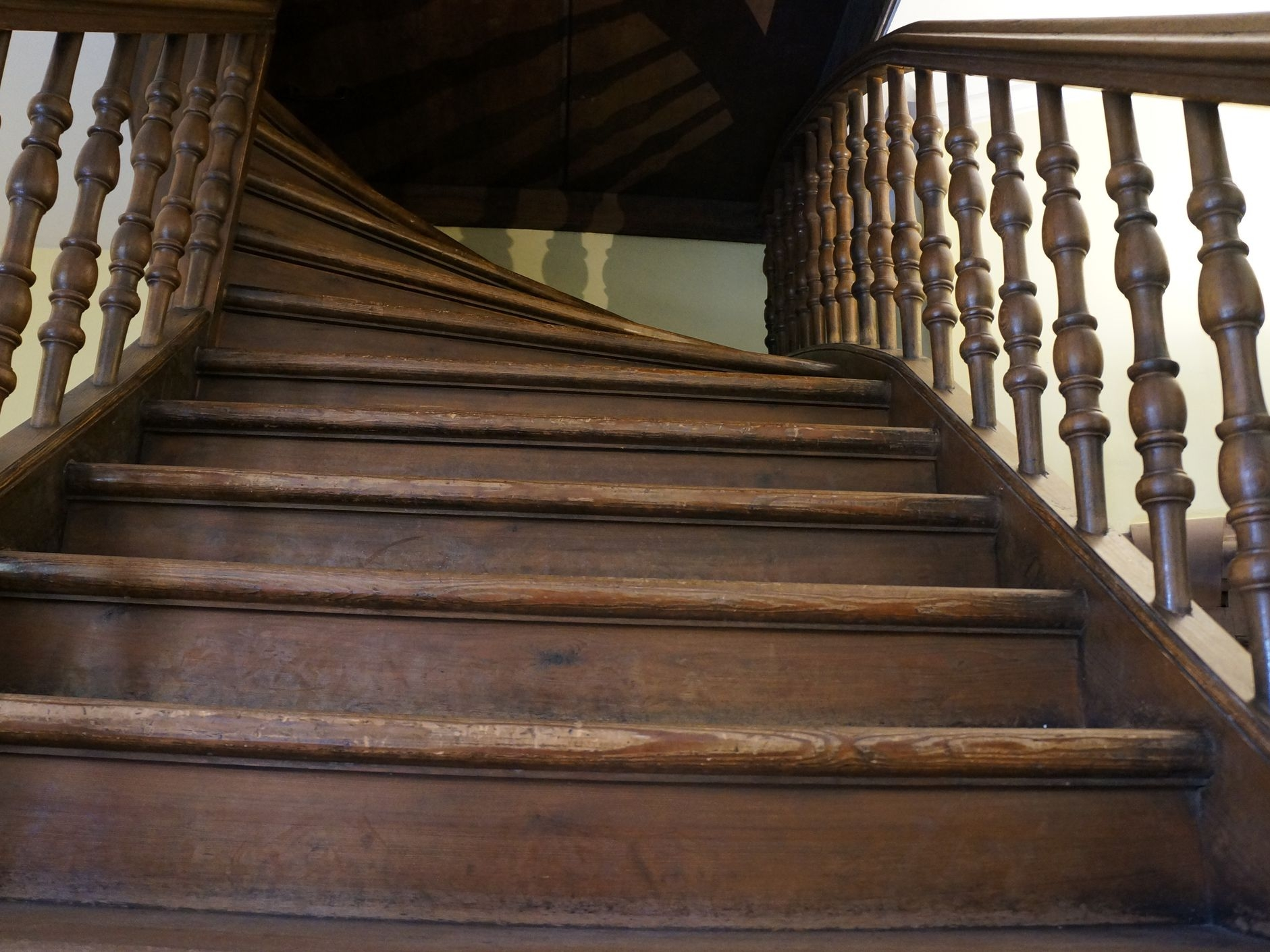 How To Fix Creaky Stairs | Best Hardwood For Stairs | Treads | Oak | Stair Tread | Stain | Laminate Flooring