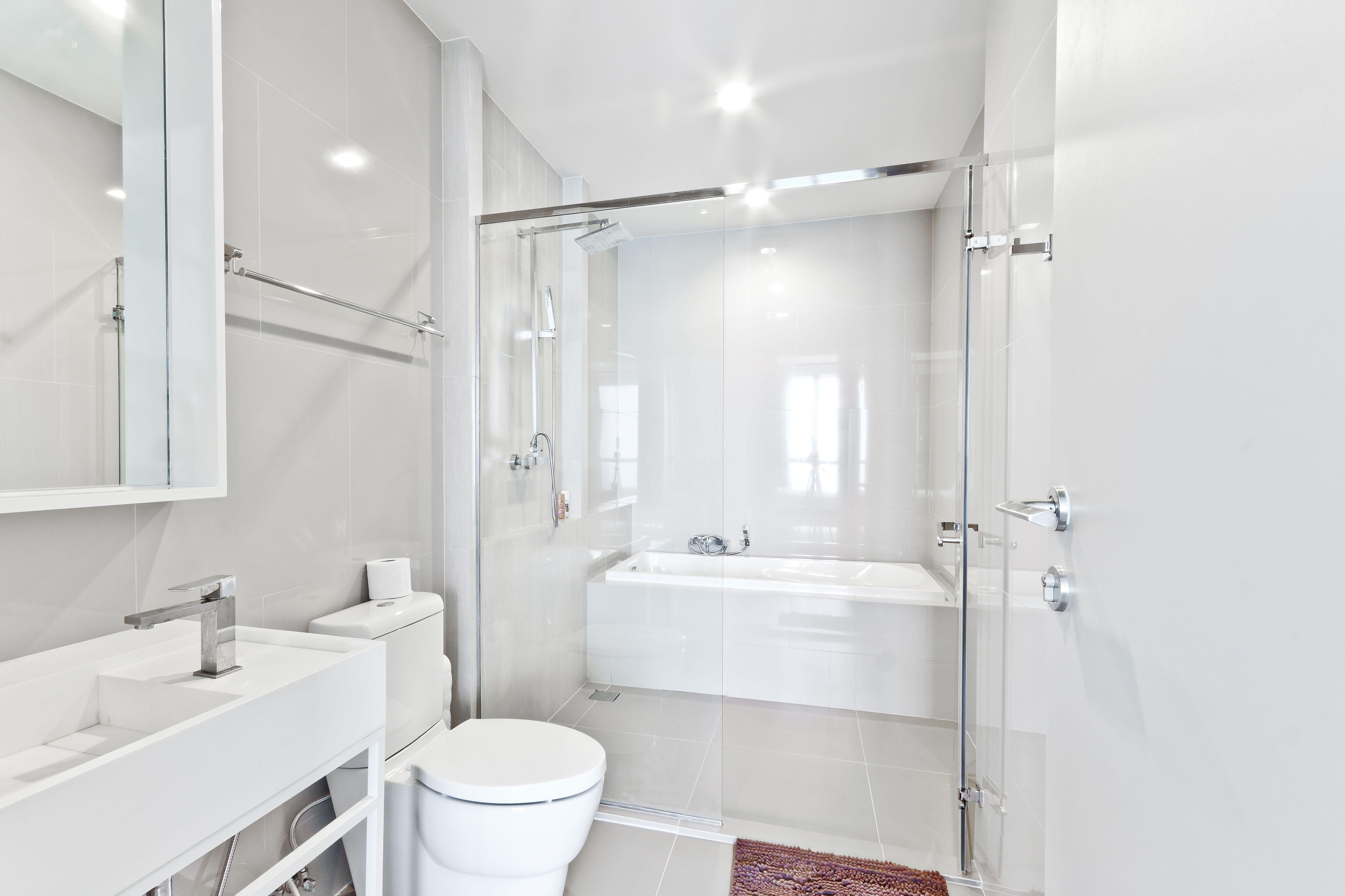 15 Beautiful Small Bathroom Designs on Amazing Small Bathrooms  id=17409