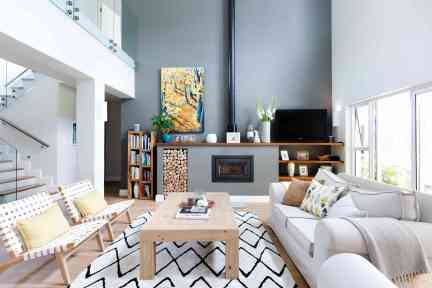 using an area rug to accentuate a living room
