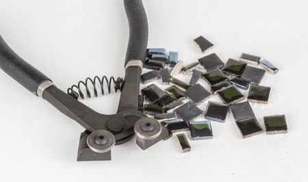 how to cut ceramic tile with a tile nipper