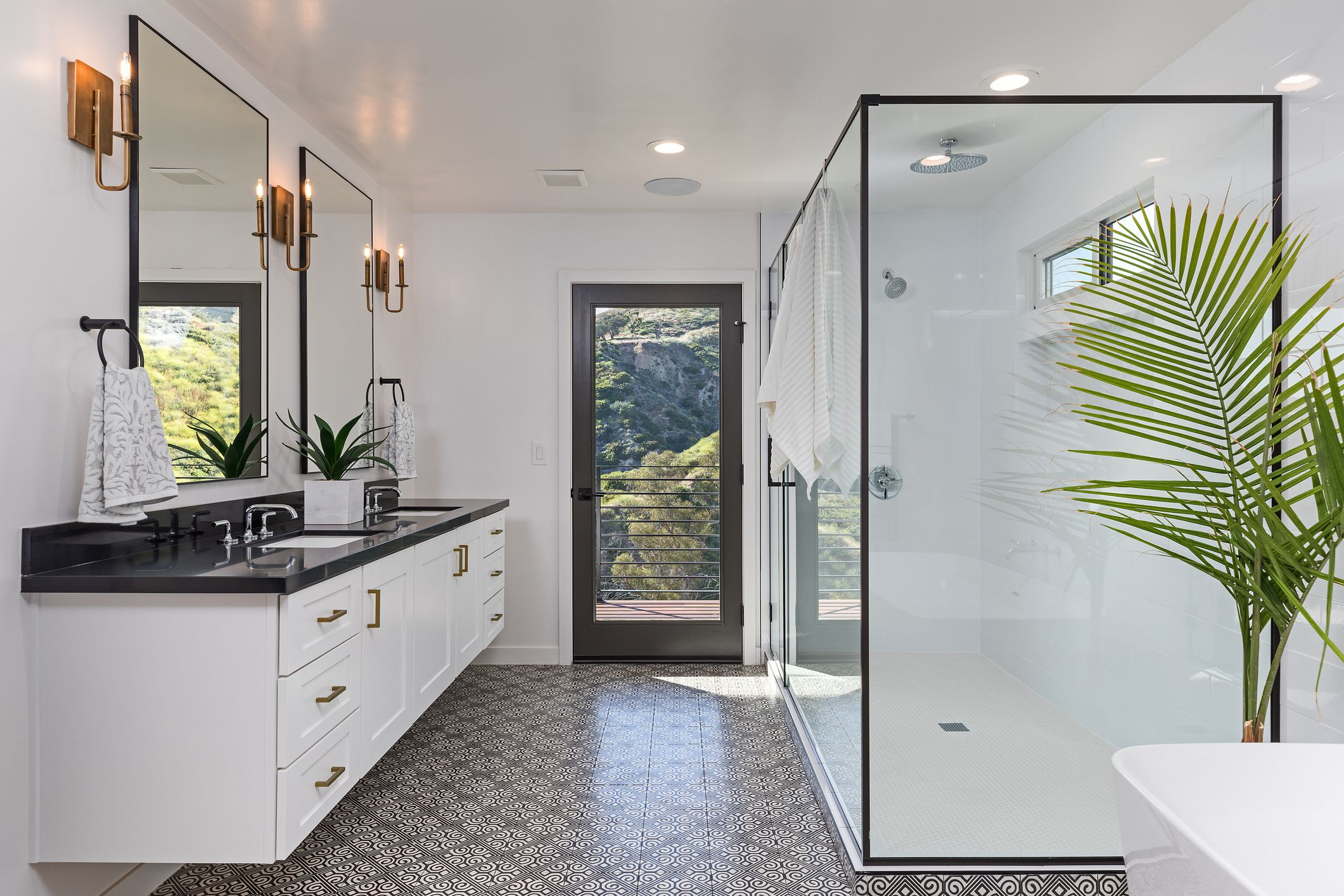 Bathroom Shower Remodel Ideas on Bathroom Remodel Design Ideas  id=86315
