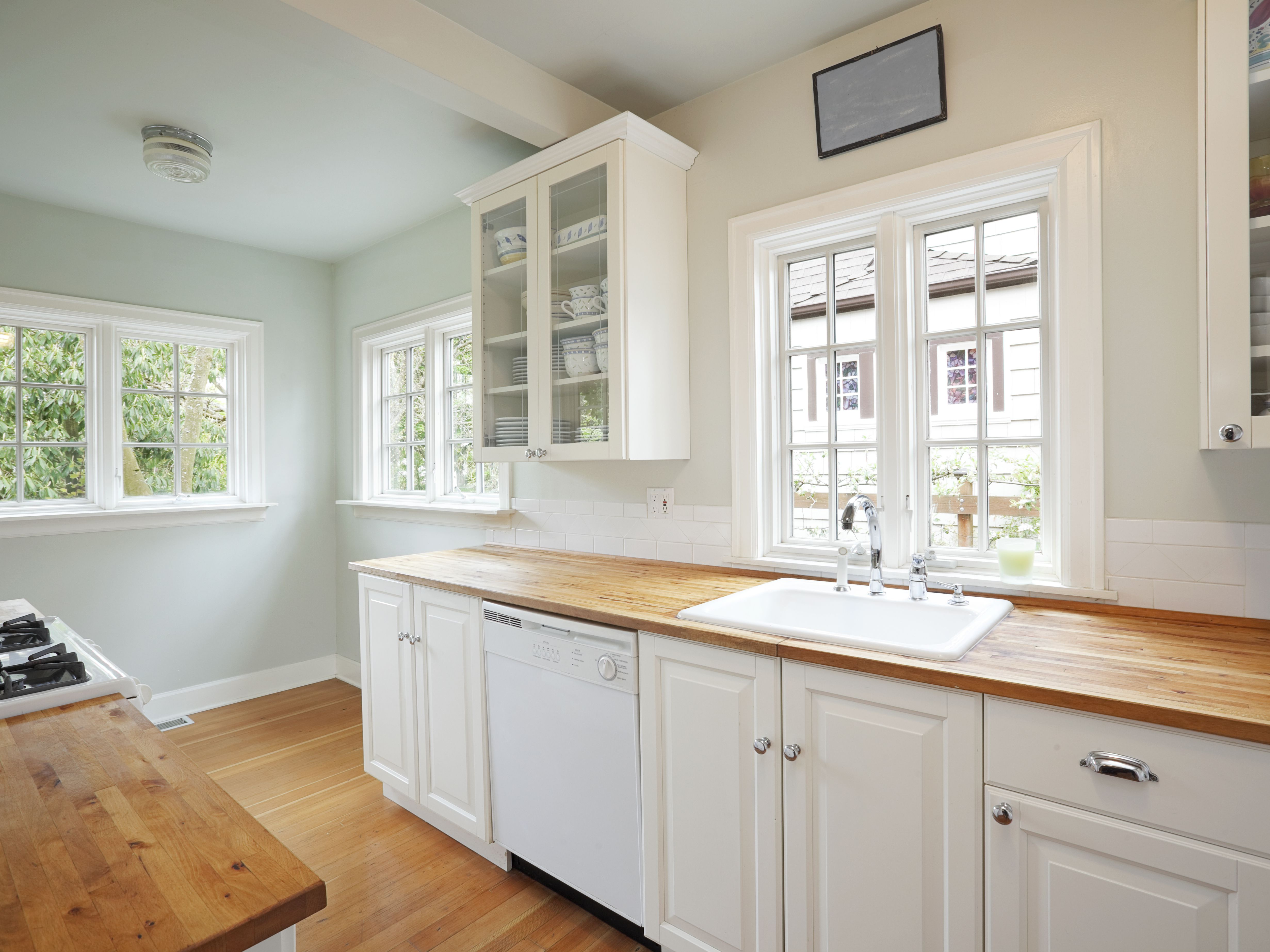 Painting Strategies That Make A Small Kitchen Look Larger