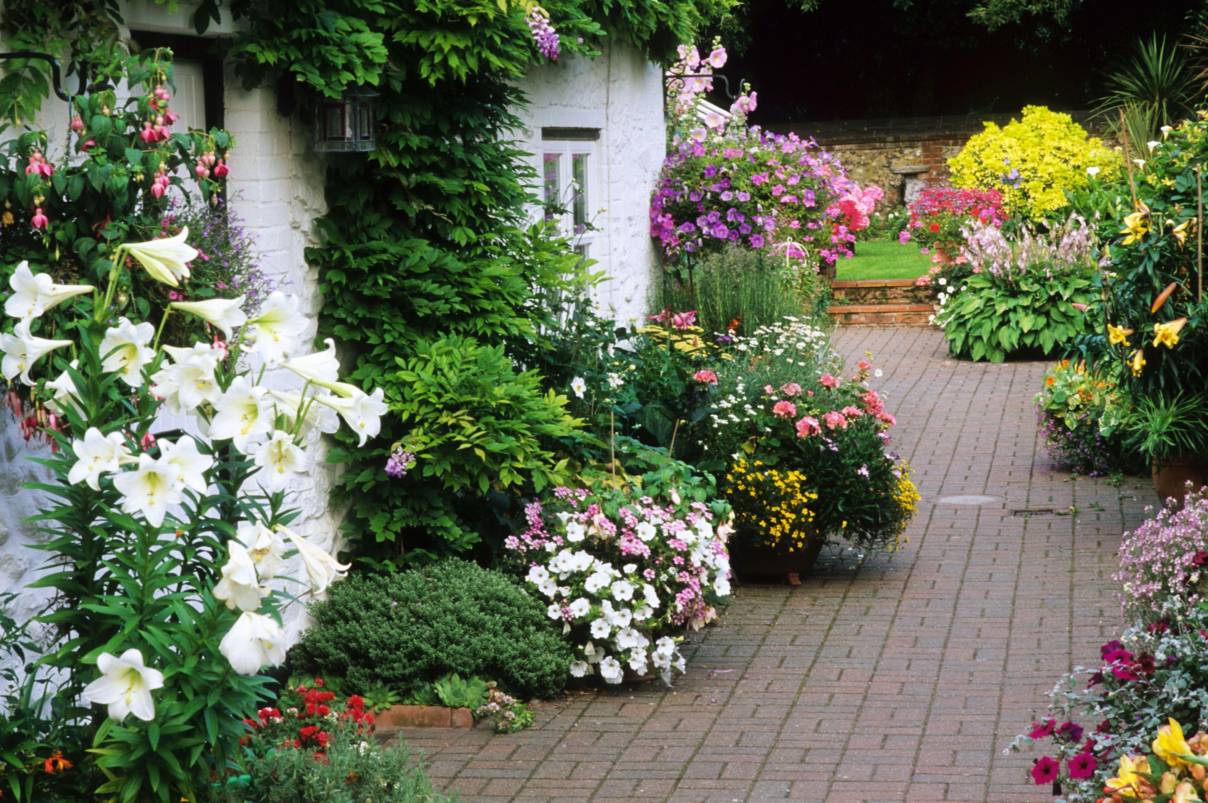 7 Flower Garden Designs You'll Love on Cottage Patio Ideas id=53158