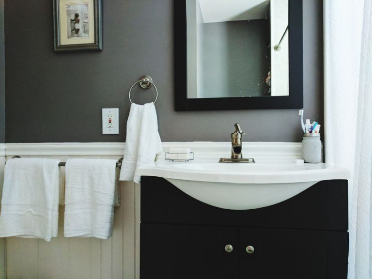 Comfortable Guest Bathroom That Fit Any Budget