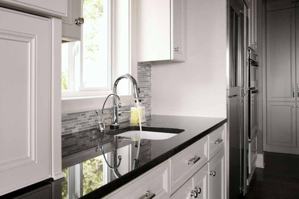 20 Granite Kitchen Countertops for Every Type of Decor on Kitchen Farmhouse Granite Countertops  id=22991