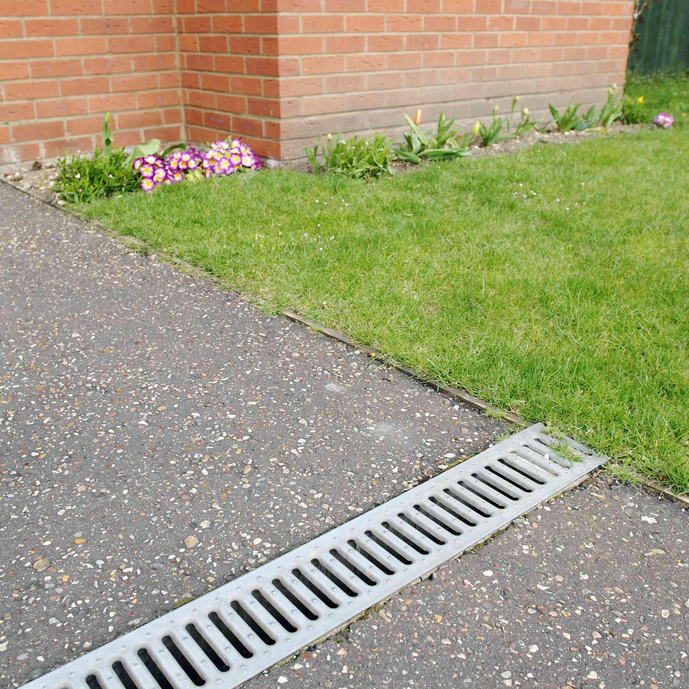 10 diy yard drainage methods